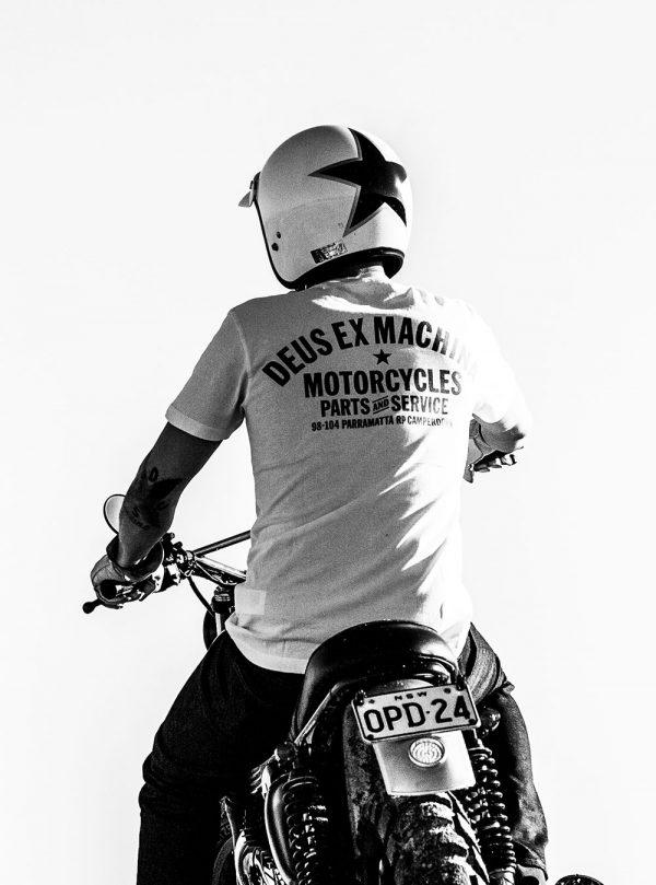 Camiseta Camperdown Address DEUS EX MACHINA