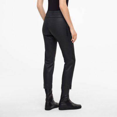 Pantalones City Fit color negro
